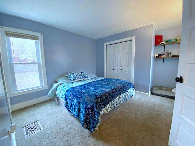 1st Flr Spacious Master Bedroom